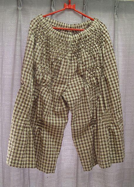 スモッキング刺繍のキュロットスカート
