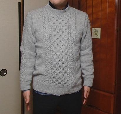 ケーブル編みのセーター