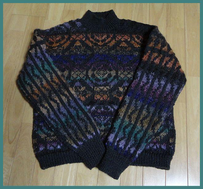 アラベスク風装飾文様のセーター