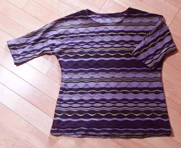 ドルマンスリーブのTシャツ