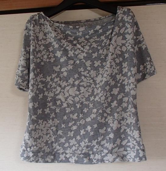 ドレープの入ったTシャツ