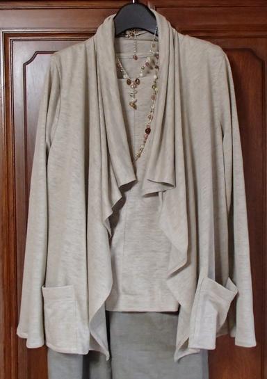 大きな襟のジャケットアンサンブル
