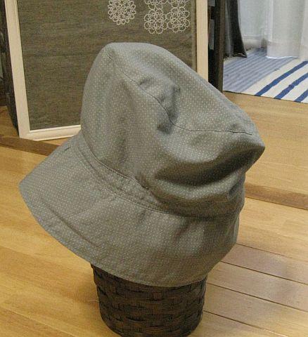 ピンドットの帽子